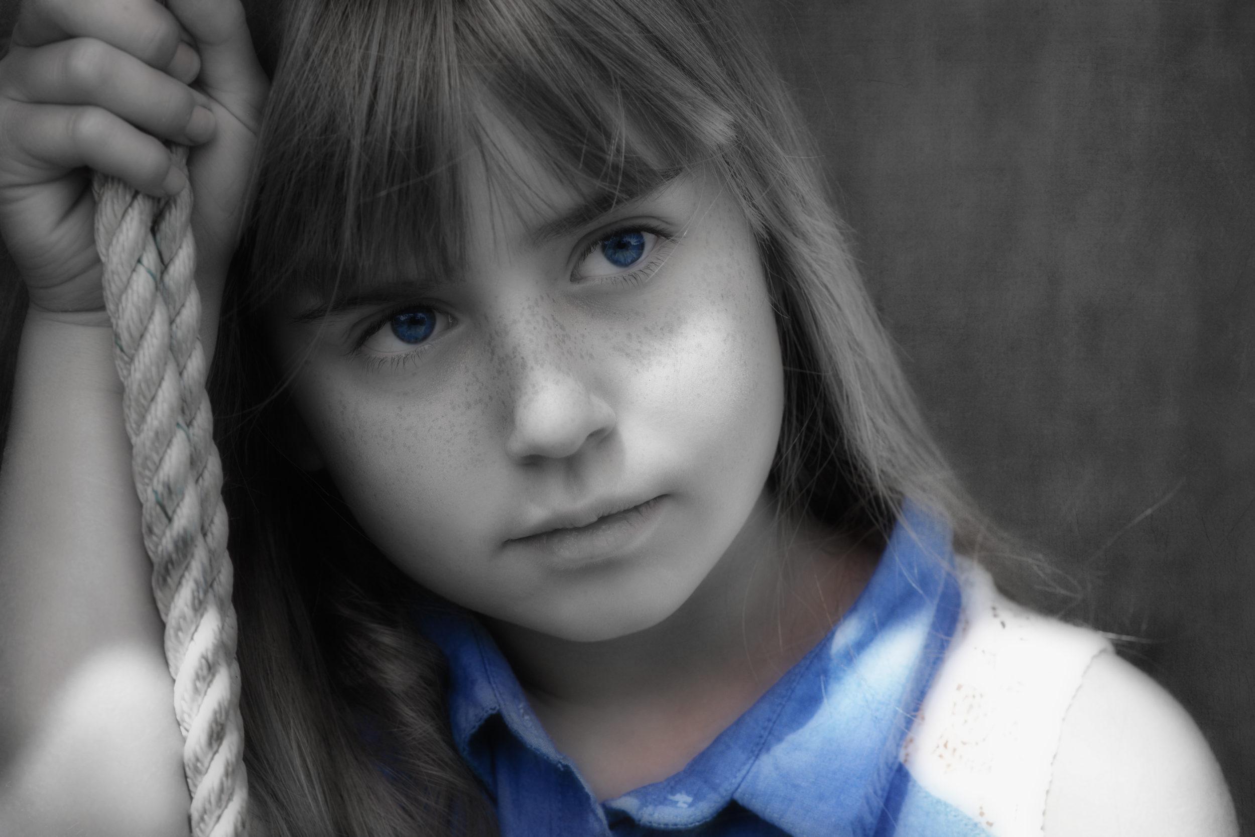 girl-1107788 retouchée dominance bleu et flou